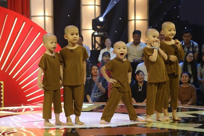 Team 5 chú tiểu ẵm 100 triệu ở Thách thức danh hài lại gây sốt với siêu phẩm thầy trò Đường Tăng đi thỉnh kinh-2