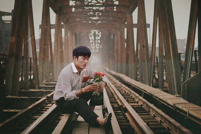 Loạt ảnh chế các tuyển thủ Việt Nam tranh thủ về quê bên vườn chuối, bờ ao tương tư như những chàng thơ gây sốt-1