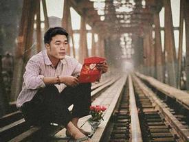 Loạt ảnh chế các tuyển thủ Việt Nam tranh thủ về quê bên vườn chuối, bờ ao tương tư như những 'chàng thơ' gây sốt
