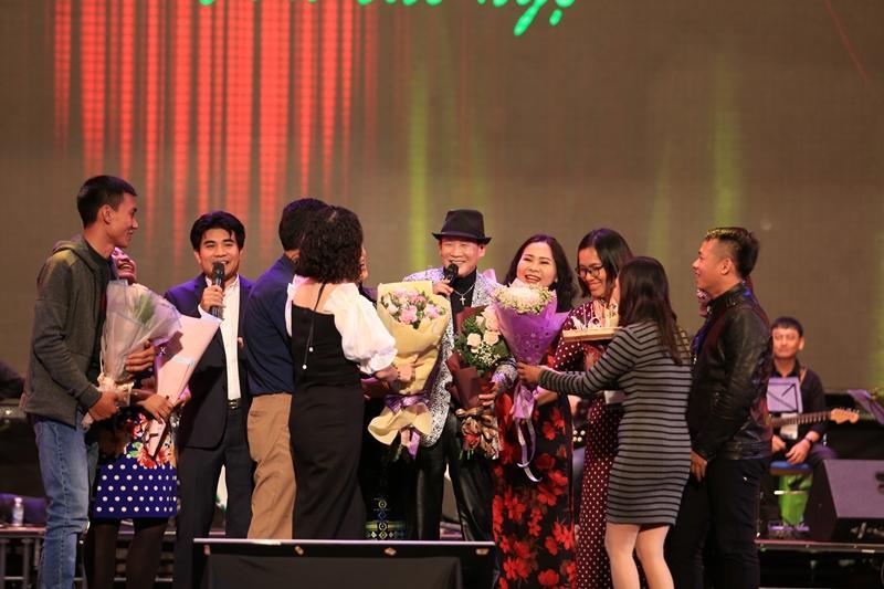 Phượng hoàng nhạc vàng Tuấn Vũ tái hiện nhiều bản bolero bất hủ trong 4 giờ đồng hồ liên tục-8