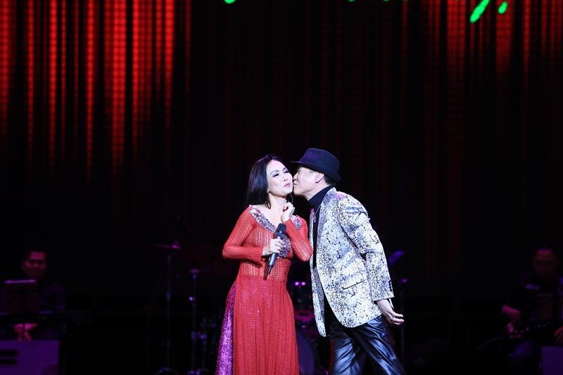 Phượng hoàng nhạc vàng Tuấn Vũ tái hiện nhiều bản bolero bất hủ trong 4 giờ đồng hồ liên tục-6