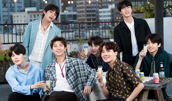 BTS gặp tai nạn ở Đài Loan vì bị fan cuồng rượt đuổi-1