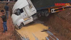 Tai nạn ô tô liên hoàn nát xe tại cổng sản nhi Quảng Ninh