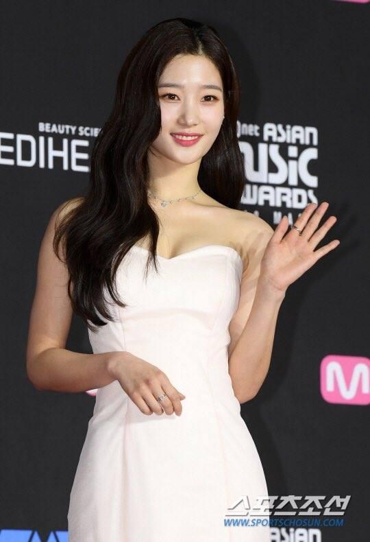 Thảm đỏ MAMA Hàn Quốc: Kim So Hyun giản dị vẫn lấn át dàn nữ thần, em gái quốc dân lấp ló vòng 1-5