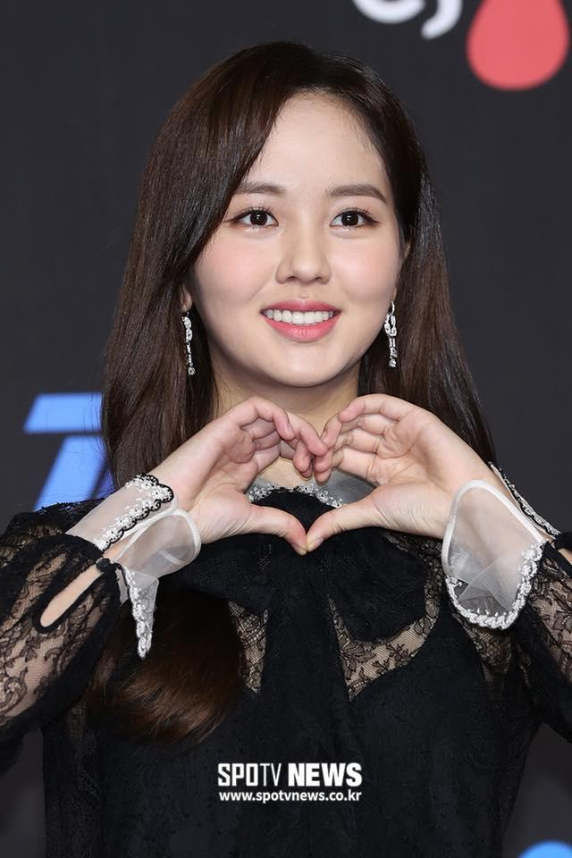 Thảm đỏ MAMA Hàn Quốc: Kim So Hyun giản dị vẫn lấn át dàn nữ thần, em gái quốc dân lấp ló vòng 1-2