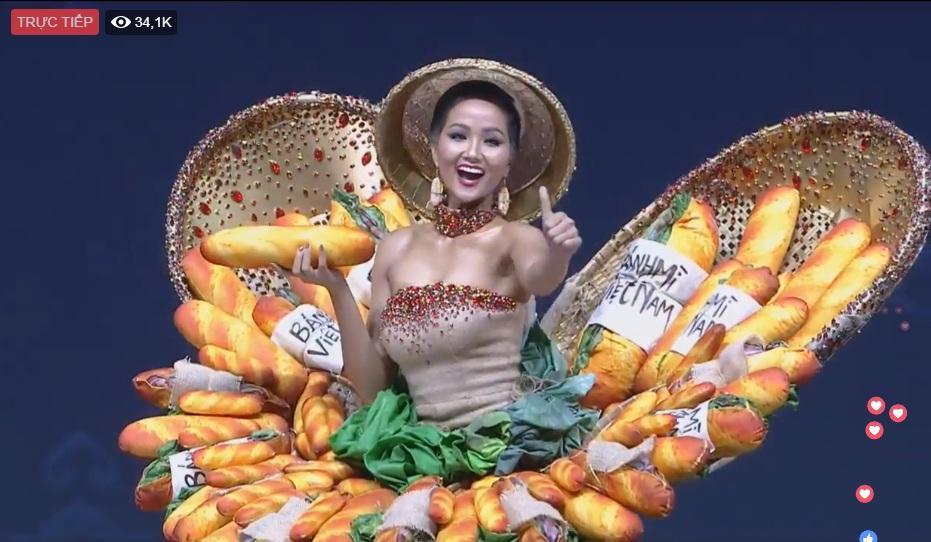 HOT: Khán giả hú hét khi HHen Niê trình diễn quốc phục Bánh Mì trên sân khấu Miss Universe 2018-6