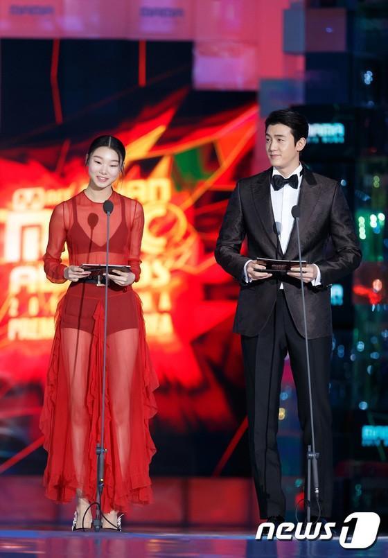 Diễn viên Lee Ki Woo nói về sự cố ngã trên sân khấu và ấn tượng về tiếng Hàn của Orange tại MAMA 2018-3