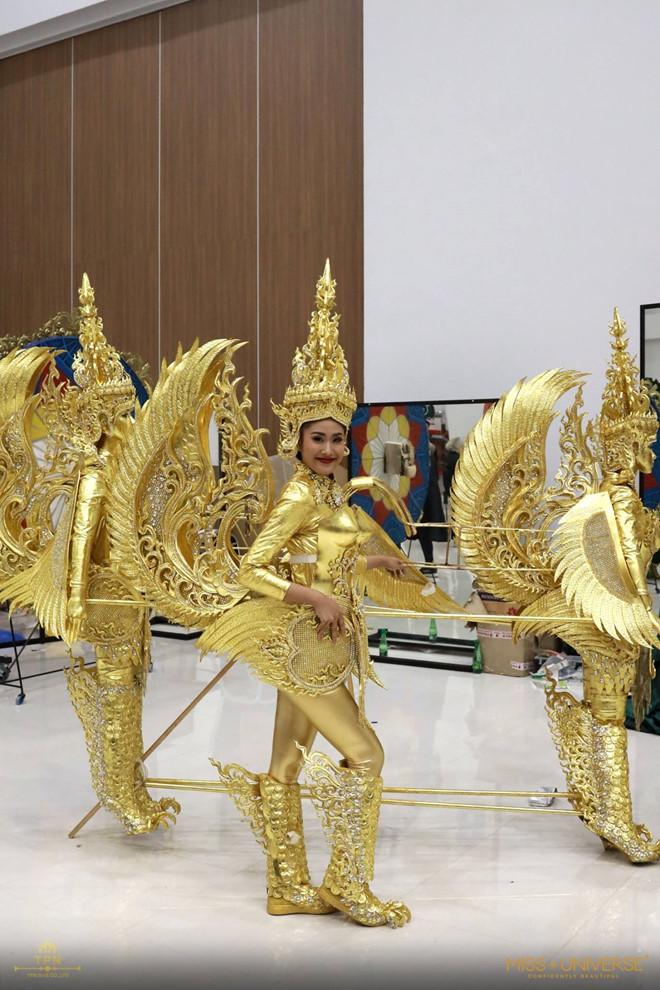 Chiêm ngưỡng loạt quốc phục khủng của Hoa hậu Lào qua các năm thi MISS-1