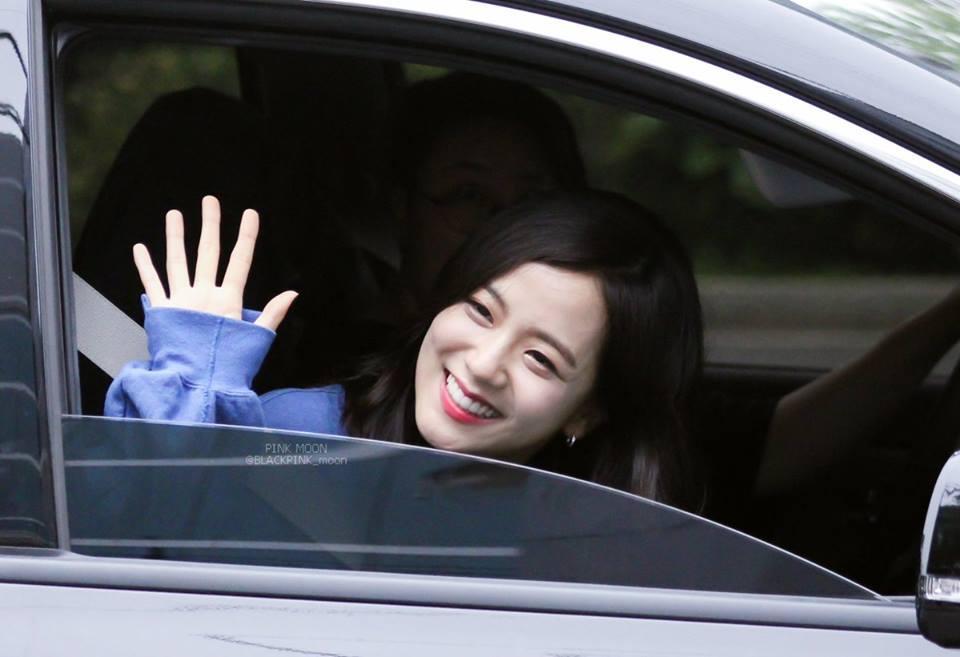 Không phải Jennie, chính Jisoo Black Pink mới là người sở hữu những khoảnh khắc đẹp đến gây bão-4