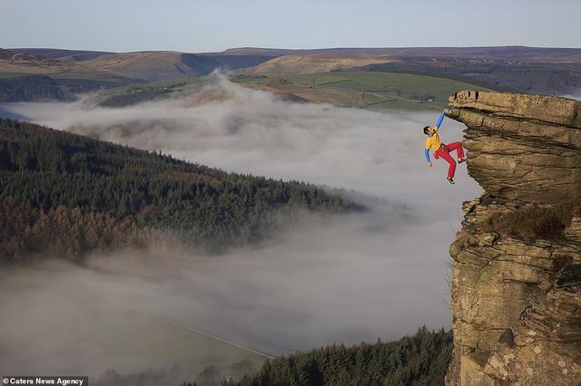 Thử thách gây sốc, tay không bám vào vách đá ở độ cao trăm mét-1