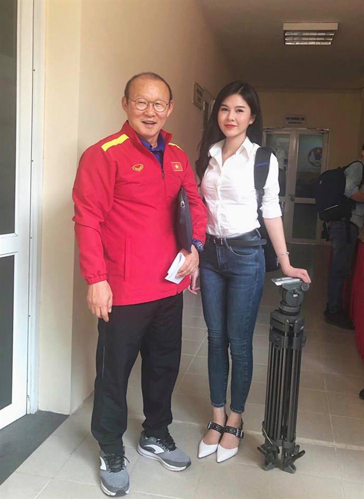 Bất ngờ trước danh tính của nữ phóng viên số hưởng được theo chân thầy Park chinh chiến tại AFF Cup 2018-1