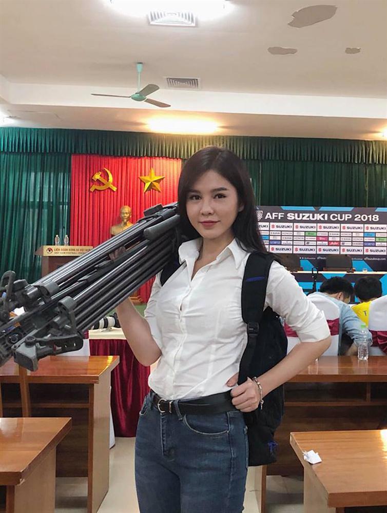 Bất ngờ trước danh tính của nữ phóng viên số hưởng được theo chân thầy Park chinh chiến tại AFF Cup 2018-2
