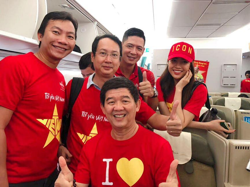 Phương Trinh Jolie hô hào mọi người xuống đường đi bão vì đội tuyển bóng đá Việt Nam-6