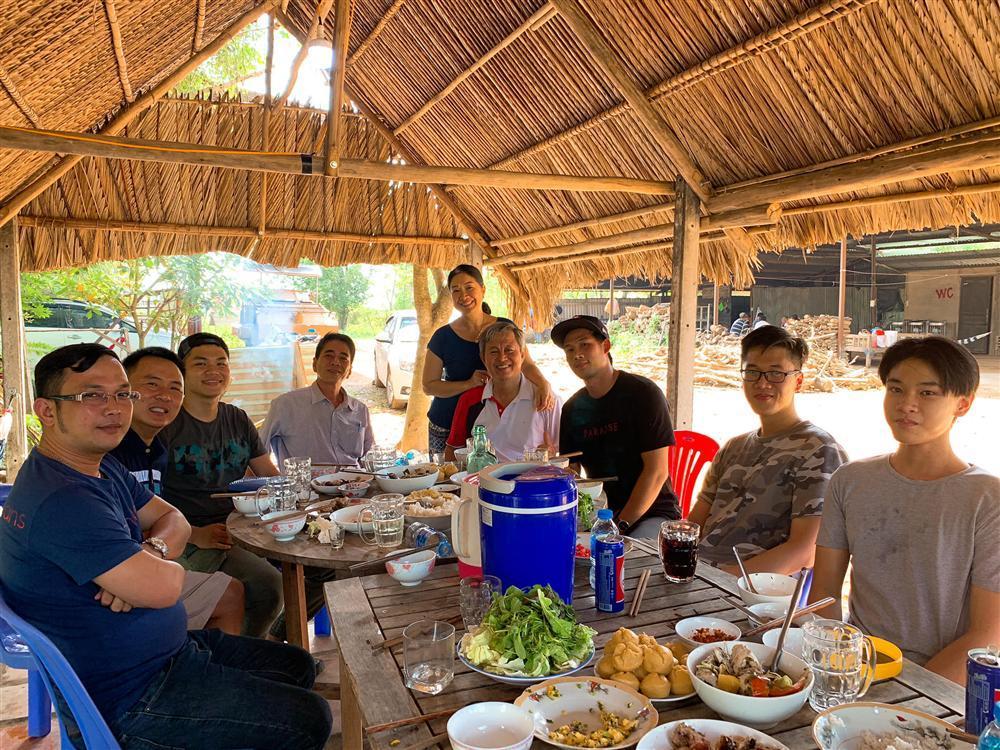 Phương Trinh Jolie hô hào mọi người xuống đường đi bão vì đội tuyển bóng đá Việt Nam-9