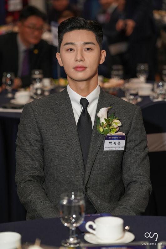 Park Seo Joon thắng giải thưởng lớn tại 2018 Star Of Korean Tourism Award cho phim Thư ký Kim sao thế?-1