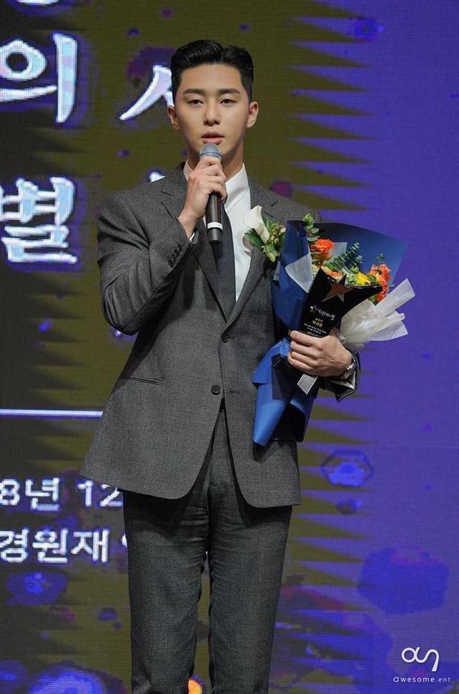 Park Seo Joon thắng giải thưởng lớn tại 2018 Star Of Korean Tourism Award cho phim Thư ký Kim sao thế?-5