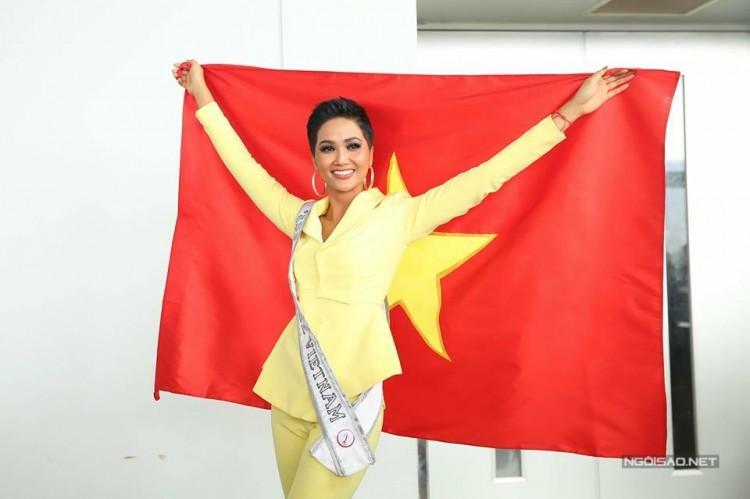 H'Hen Niê đích thị là cổ động viên cuồng nhiệt của Đội tuyển Việt Nam-3