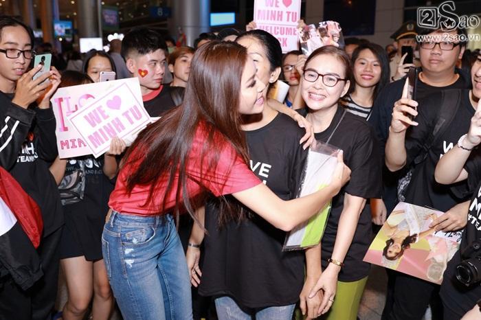 Minh Tú khiến sân bay Tân Sơn Nhất đông vui như trẩy hội khi trở về từ Miss Supranational 2018-9