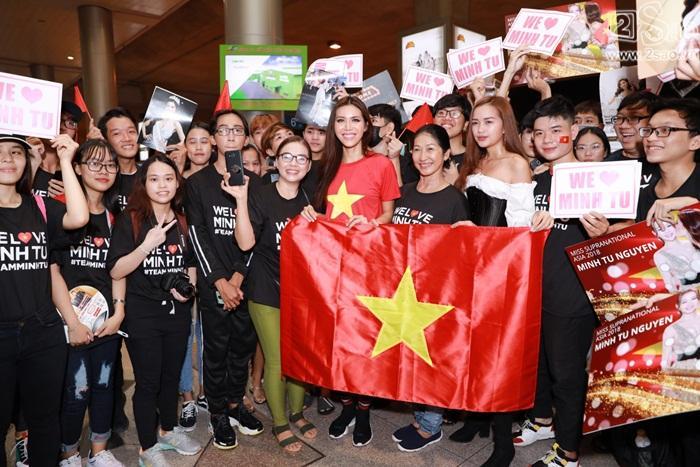 Minh Tú khiến sân bay Tân Sơn Nhất đông vui như trẩy hội khi trở về từ Miss Supranational 2018-10