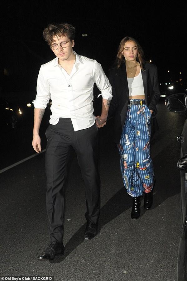 Đúng kiểu trai nhà giàu: Brooklyn lại thay bạn gái mới, công khai nắm tay không chút ngại ngùng-1