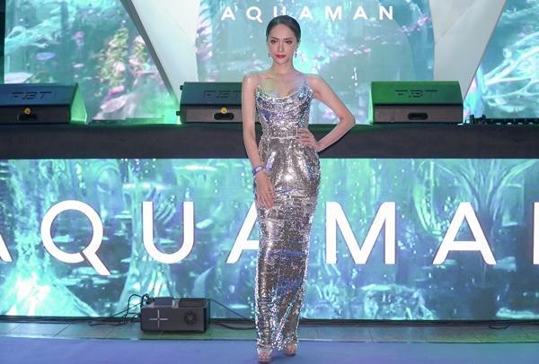 Hoa hậu Hương Giang khiến fans  ghen tị vì quá thân thiết với siêu anh hùng Aquaman-5