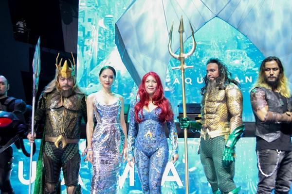 Hoa hậu Hương Giang khiến fans  ghen tị vì quá thân thiết với siêu anh hùng Aquaman-6