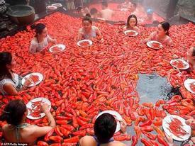 Sốc độc lạ: Cô nữ sinh trở thành 'vua ớt' sau 1 phút ăn 20 quả