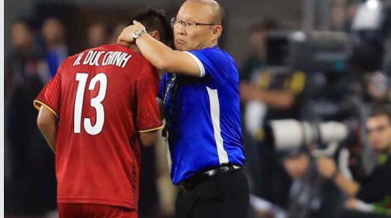 Hình ảnh không lên sóng nhưng hot nhất sau trận đối đầu Malaysia: Đức Chinh bật khóc rời sân khi thay người-4