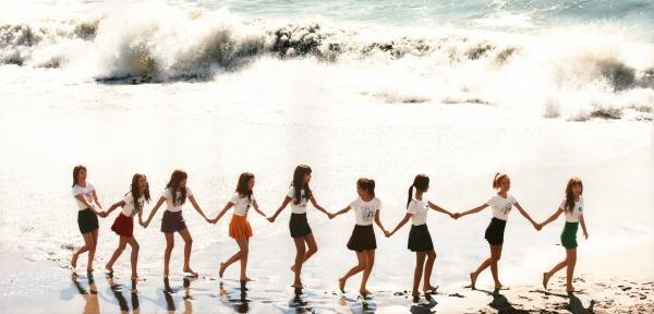 Jessica đã rời nhóm 4 năm, Yuri vẫn gián tiếp khẳng định SNSD luôn có 9 thành viên bằng hành động này-2