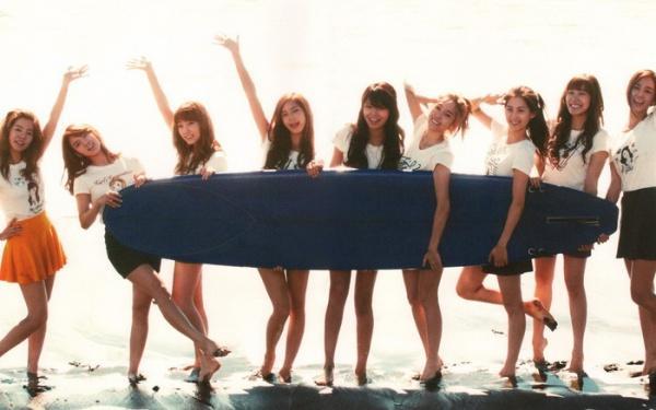 Jessica đã rời nhóm 4 năm, Yuri vẫn gián tiếp khẳng định SNSD luôn có 9 thành viên bằng hành động này-3