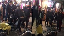Bất ngờ vụ rút dép tát cô gái trẻ giữa phố cổ nghi cặp bồ với chồng người ta