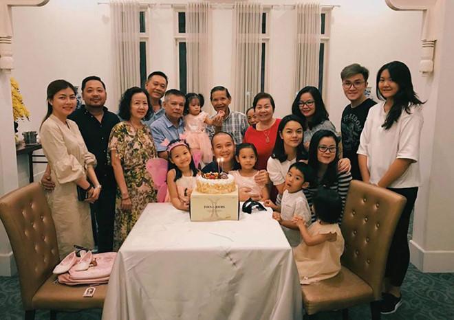 Dù không còn yêu nhưng vì hạnh phúc của con, những cặp sao Việt này vẫn gặp gỡ vui vẻ như chưa hề có cuộc chia ly-4