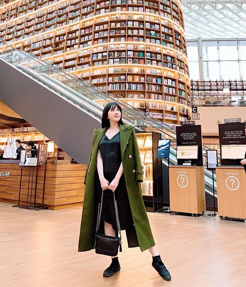 STREET STYLE sao Việt: Hồ Ngọc Hà diện áo hơn 200 triệu - Angela Phương Trinh hóa công chúa tuyết-3