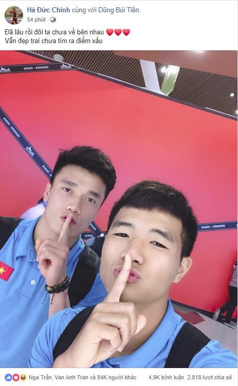 Trước tâm điểm bị chỉ trích, phản ứng gây tranh cãi của Đức Chinh khi chụp cùng thủ môn Bùi Tiến Dũng-1
