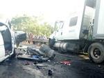 Xe khách nổ lốp lật nhào giữa đường, 8 người nhập viện-2