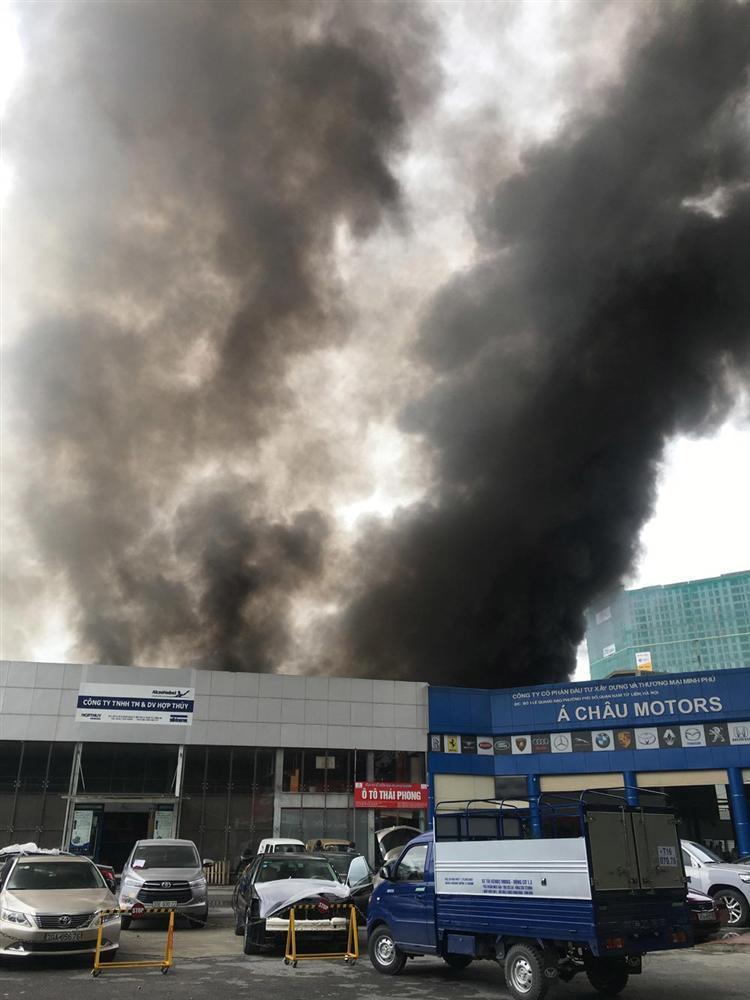 Khói lửa cuồn cuộn gần Liên đoàn Bóng đá Việt Nam-1