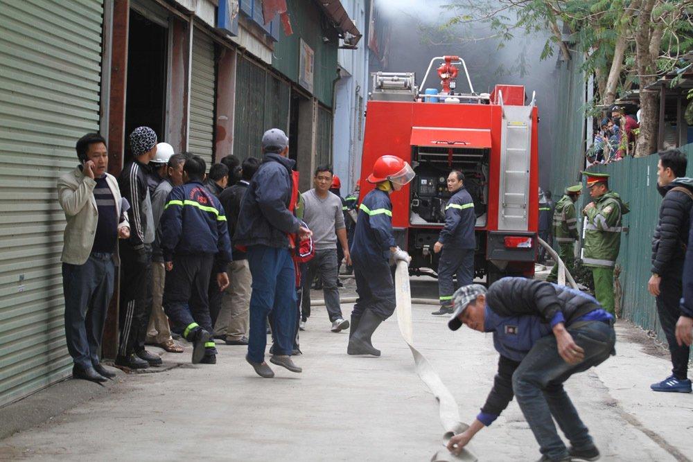 Khói lửa cuồn cuộn gần Liên đoàn Bóng đá Việt Nam-3