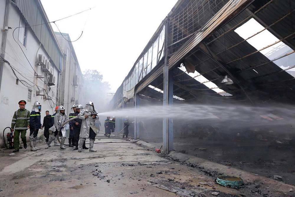 Khói lửa cuồn cuộn gần Liên đoàn Bóng đá Việt Nam-4