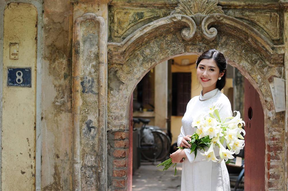 Nữ tiếp viên hàng không bất ngờ bị truy lùng info vì khoảnh khắc chụp ảnh cực xinh bên Quang Hải, Hồng Duy-4