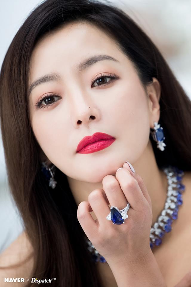 Dù là ảnh hậu trường, Kim Hee Sun vẫn khiến cư dân mạng choáng ngợp vì quá đẹp-1