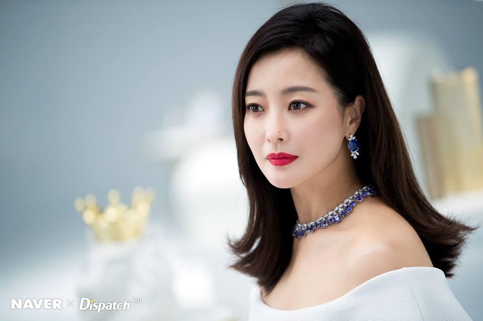 Dù là ảnh hậu trường, Kim Hee Sun vẫn khiến cư dân mạng choáng ngợp vì quá đẹp-2