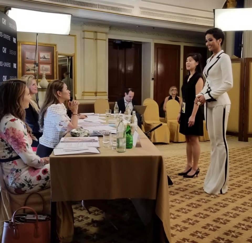 AI CŨNG TÒ MÒ: Trong phòng phỏng vấn kín tại Miss Universe 2018, giám khảo hỏi HHen Niê điều gì?-2