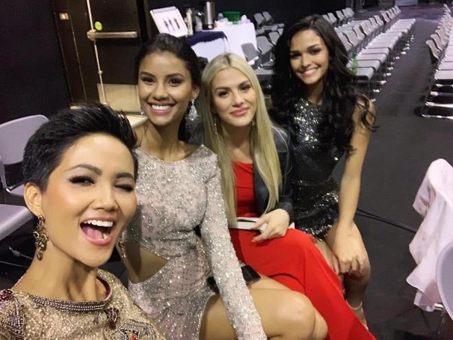 AI CŨNG TÒ MÒ: Trong phòng phỏng vấn kín tại Miss Universe 2018, giám khảo hỏi HHen Niê điều gì?-3
