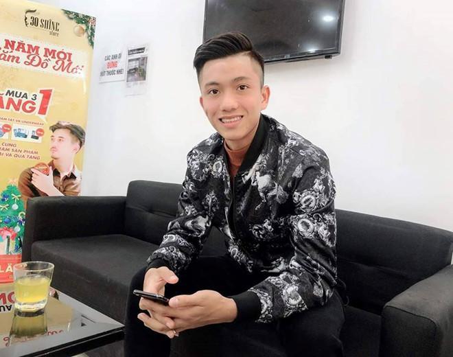 Hồng Duy khoe tóc mới, Huy Hùng hẹn hò với bạn gái trong ngày nghỉ-7