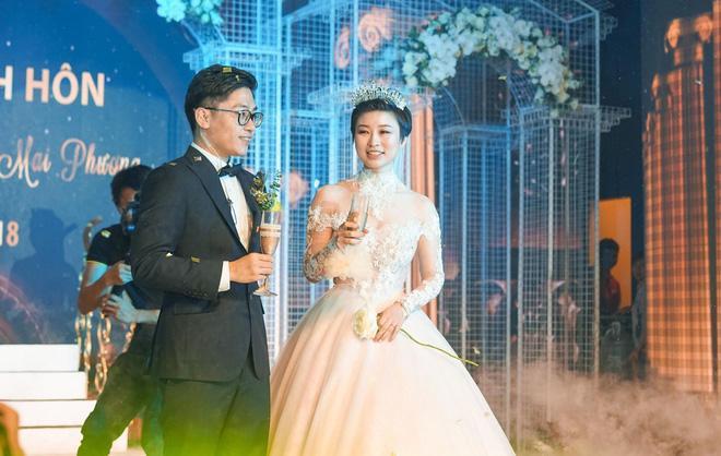 Thêm siêu đám cưới trị giá 4,6 tỷ ở Hải Phòng: Chú rể mang siêu xe hiếm đi đón dâu, tiệc cưới trang trí đẹp như cổ tích-2