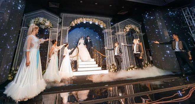 Thêm siêu đám cưới trị giá 4,6 tỷ ở Hải Phòng: Chú rể mang siêu xe hiếm đi đón dâu, tiệc cưới trang trí đẹp như cổ tích-4
