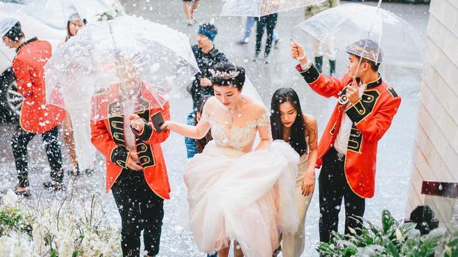 Thêm siêu đám cưới trị giá 4,6 tỷ ở Hải Phòng: Chú rể mang siêu xe hiếm đi đón dâu, tiệc cưới trang trí đẹp như cổ tích-7