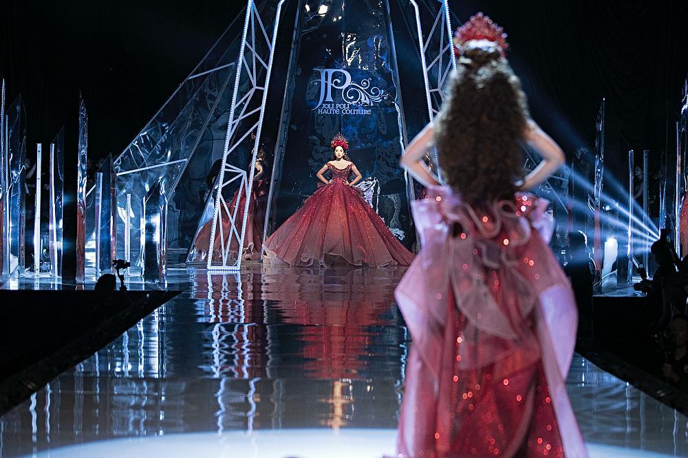 Trở về từ Miss World, Tiểu Vy catwalk cùng Hương Giang, Đỗ Mỹ Linh, Lan Khuê mà không hề bị lép vế-11