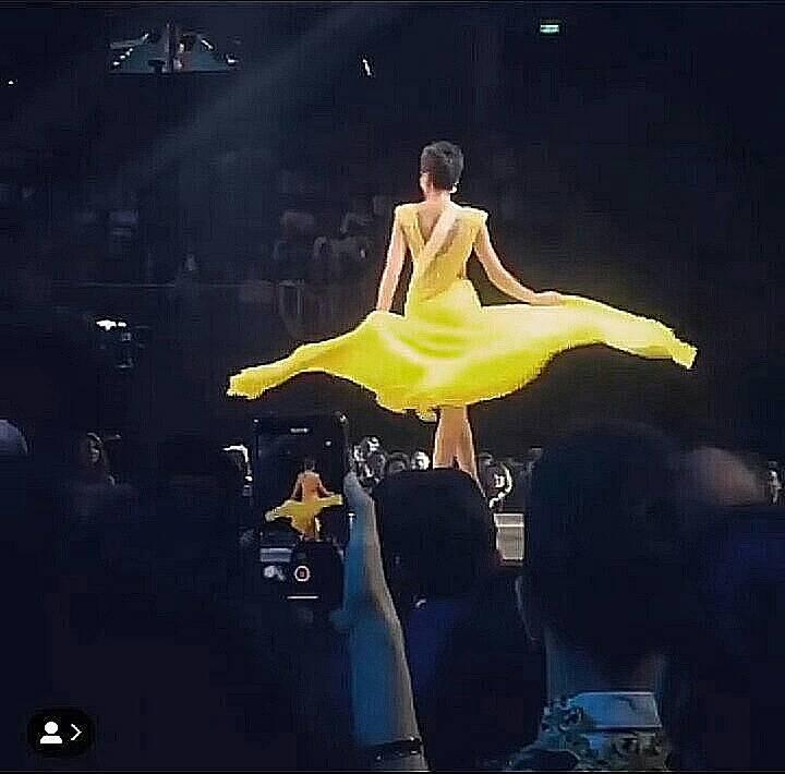 Hoa hậu khắp nơi trên thế giới shock nặng vì pha tung váy tuyệt phẩm của HHen Niê tại Miss Universe 2018-5