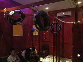 TPHCM: Nhóm 20 nam giới 'mây mưa' đồng tính tập thể trong quán gội đầu